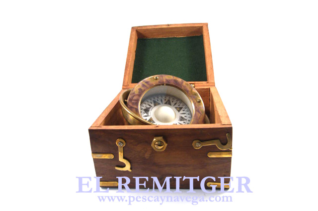 COMPASS IN WOOD BOX